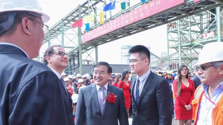 Ministro Francisco Ísmodes invita a empresa china a seguir apostando por el desarrollo minero responsable